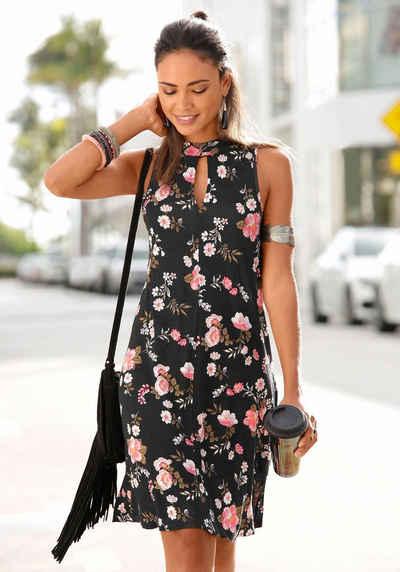 LASCANA Kleid in weit schwingender Form 47dfcc4bbf