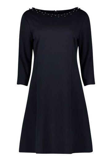 Cartoon Kleid mit Schmuckdetail am Ausschnitt