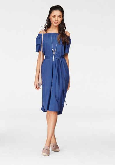 Blaues kleid eng