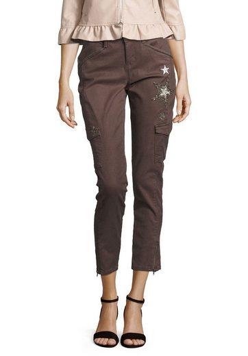 Cartoon Jeans mit Sternenapplikationen