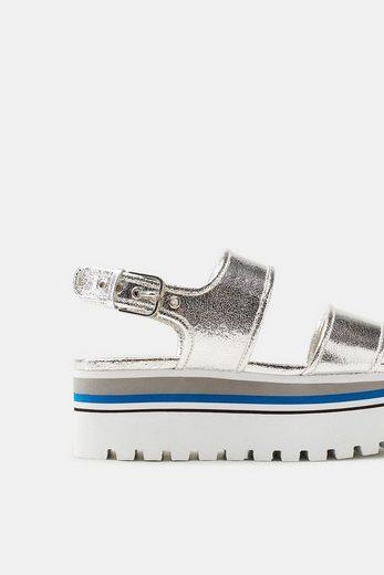 ESPRIT Plateau-Sandale im trendigen Metallic-Look