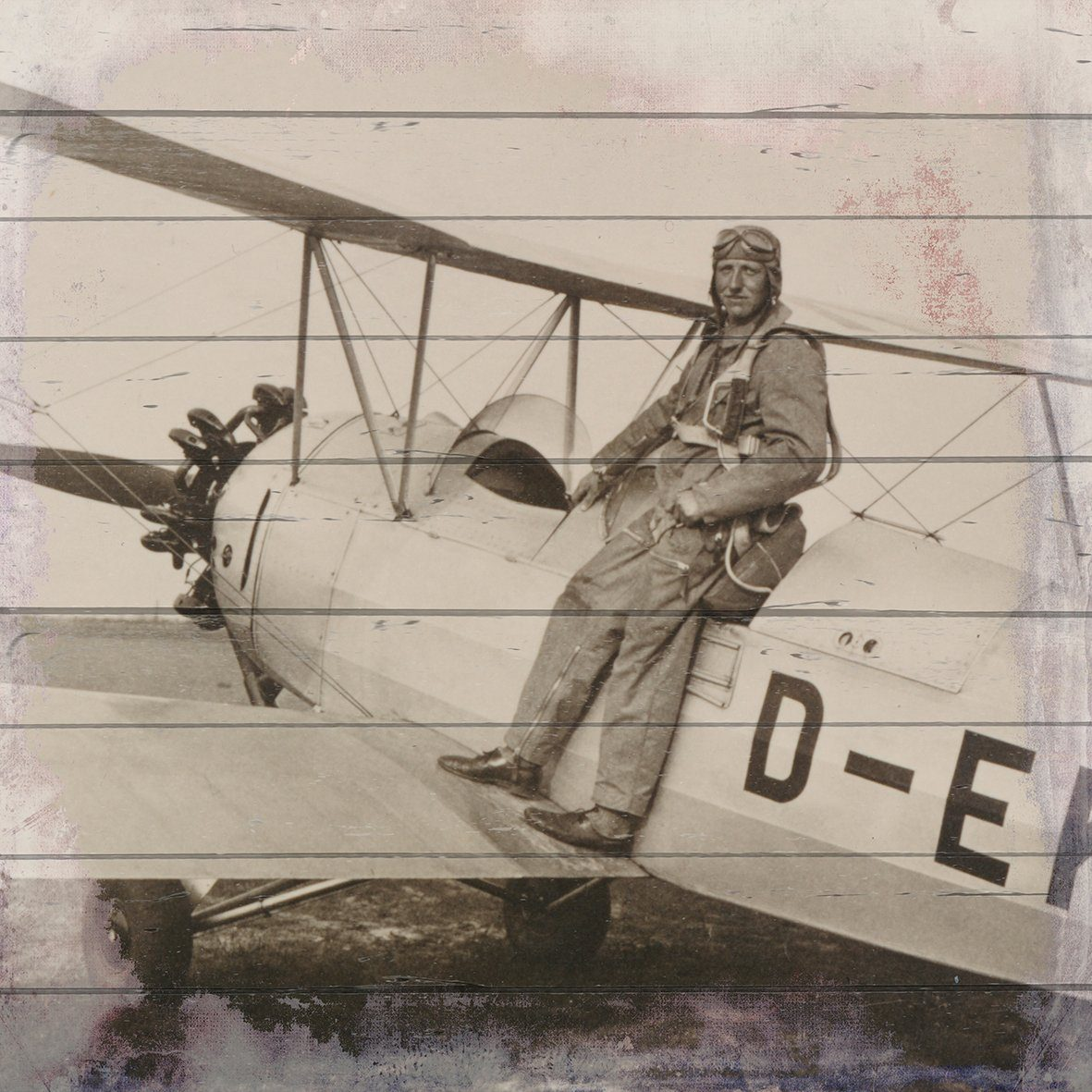 QUEENCE Holzbild »Altes Flugzeug mit Pilot«, 40x40 cm Echtholz