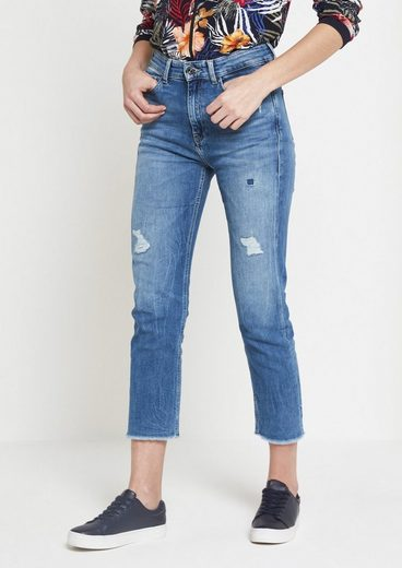 Jeans 7/8 Doux Et Comma Dans Un Look Occasionnel
