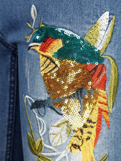 Amy Vermont Jeans mit Vogelstickerei