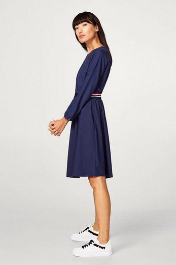 ESPRIT Fließendes Kleid mit sportiv betonter Taille