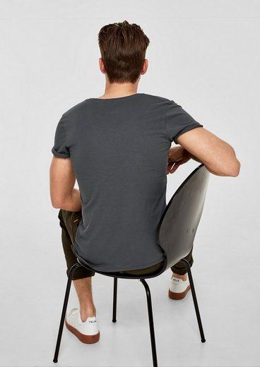 s.Oliver RED LABEL Slim: Basicshirt mit V-Neck