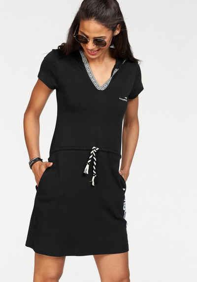 Schwarzes kleid mit langarm