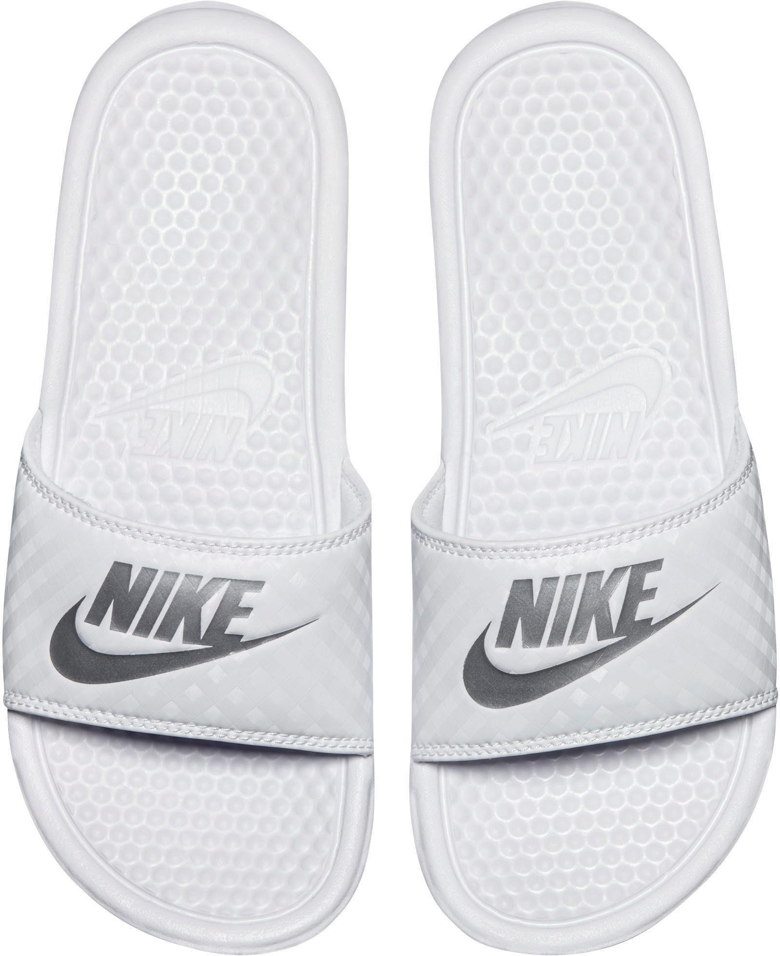 Nike Sportswear Wmns Benassi JDI Badesandale  weiß-silberfarben