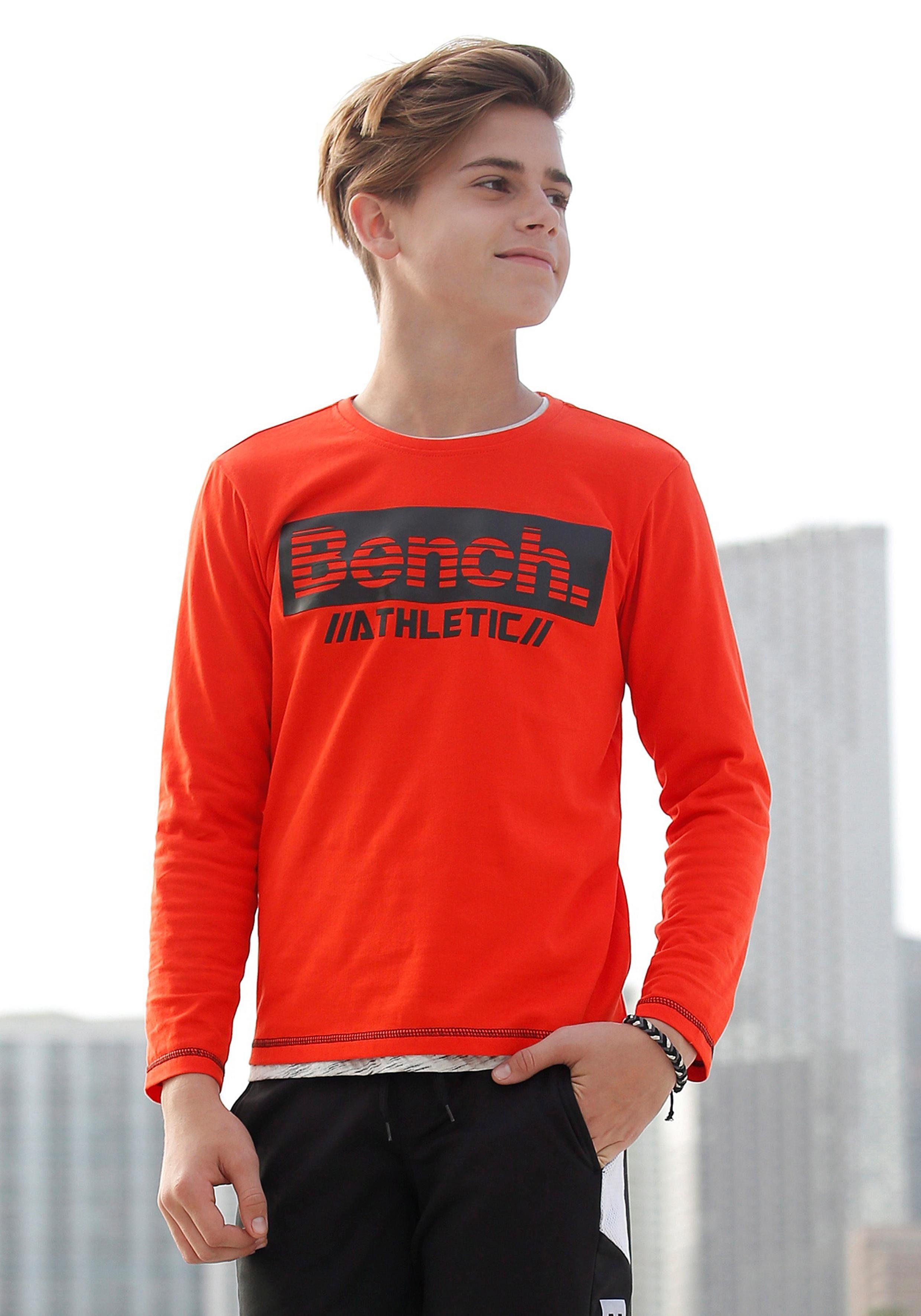 Bench. Langarmshirt mit Logodruck in Kontrast
