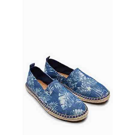Sneaker, Stiefel, Boots und mehr: Ein vielfältiges Sortiment für einen starken Winter-Auftritt. Jetzt unsere große Schuh-Auswahl entdecken!