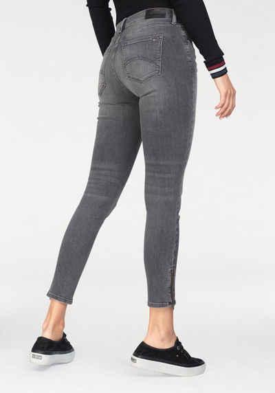 TOMMY JEANS 7 8-Jeans »Nora« mit Reißverschluss am Saum 591068fc72