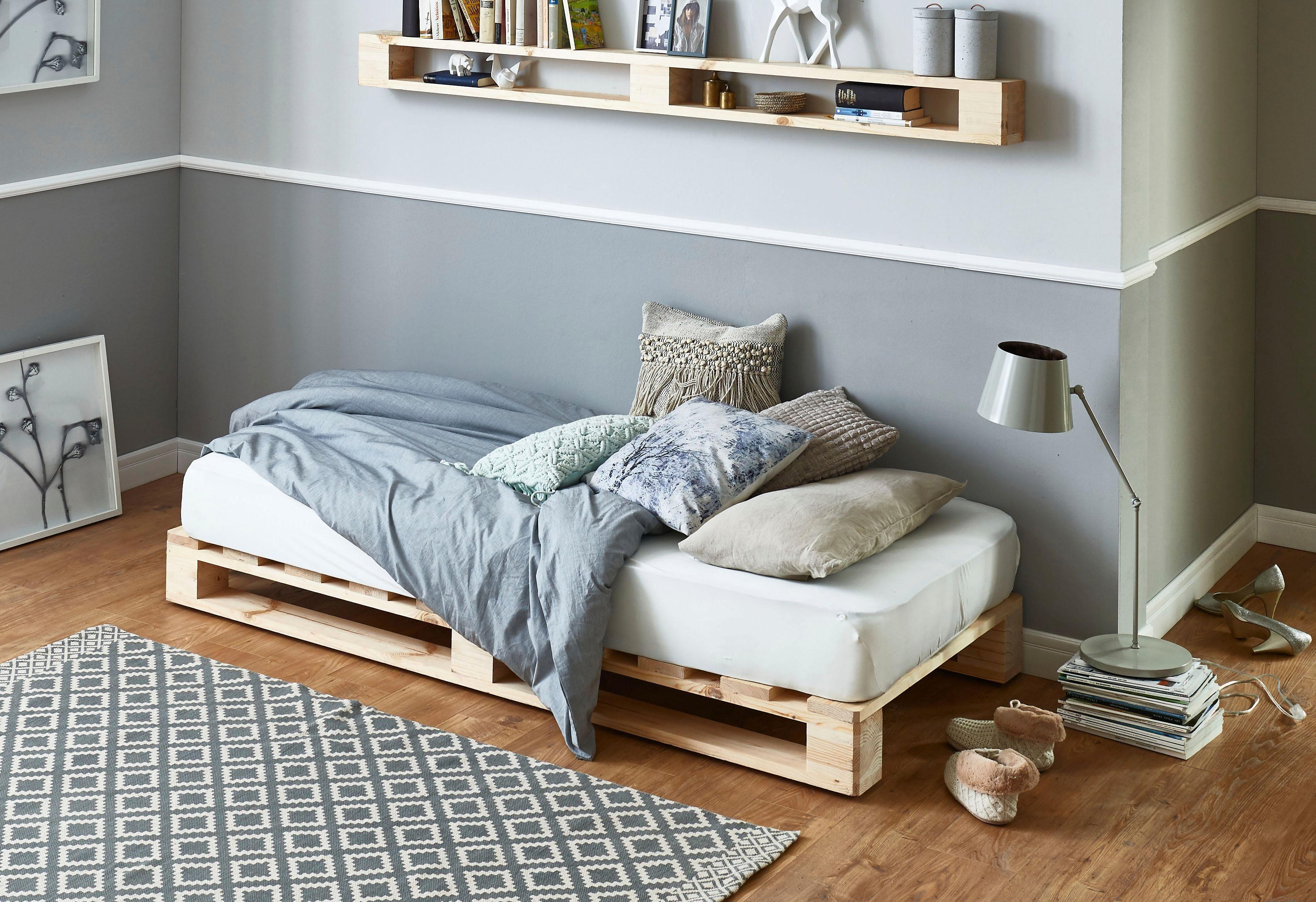 Atlantic Home Collection Palettenbett aus massiver Fichte, wahlweise mit Matratze