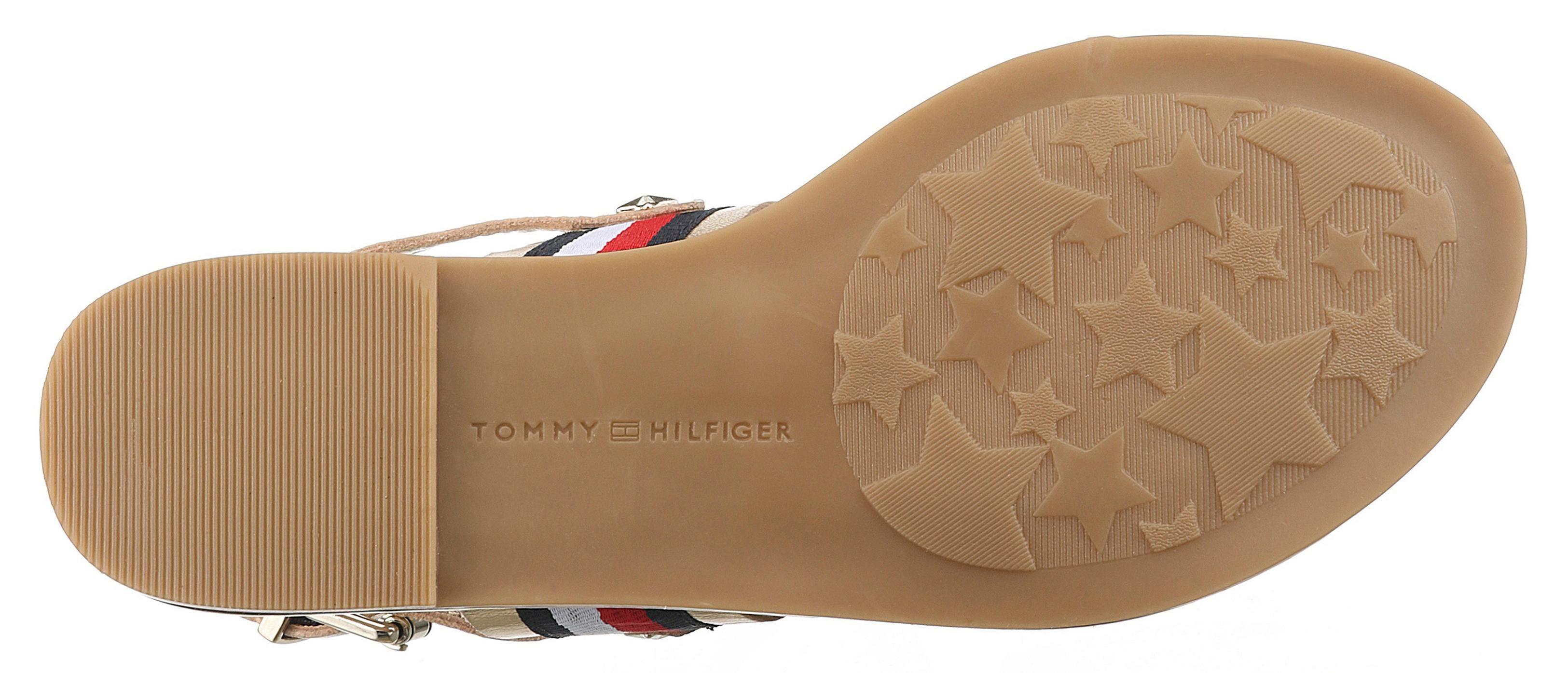 Tommy Hilfiger online Julia Riemchensandale, in glänzender Optik online Hilfiger kaufen  goldfarben-blau-weiß-rot d34ea8