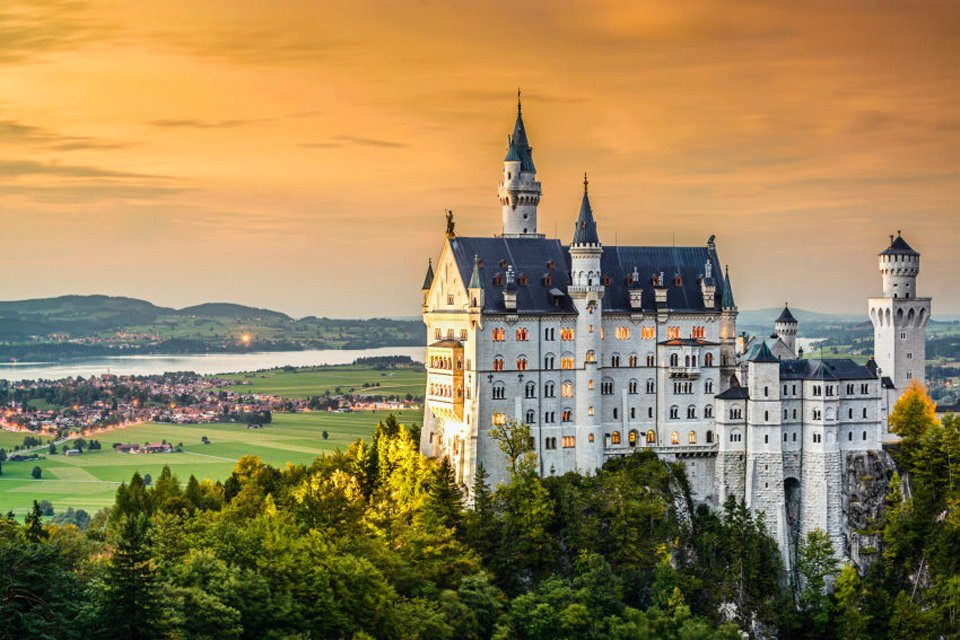 PAPERMOON Fototapete »Neuschwanstein Castle«, Vlies, 7 Bahnen, 350 x 260 cm