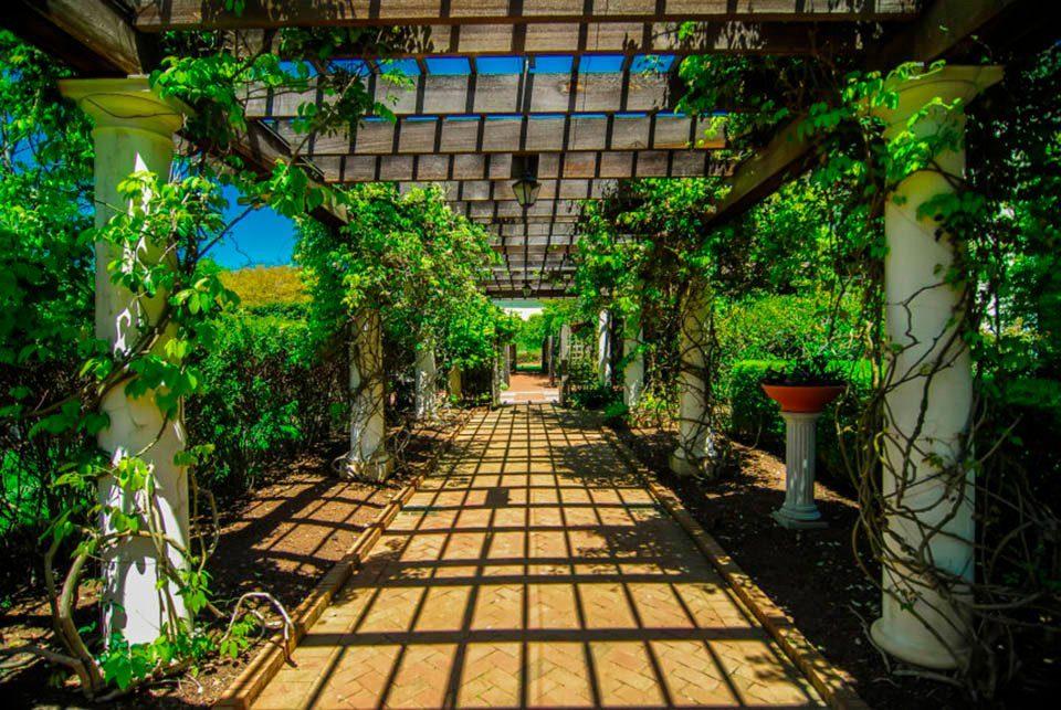 PAPERMOON Fototapete »Garden Walkway«, Vlies, 7 Bahnen, 350 x 260 cm