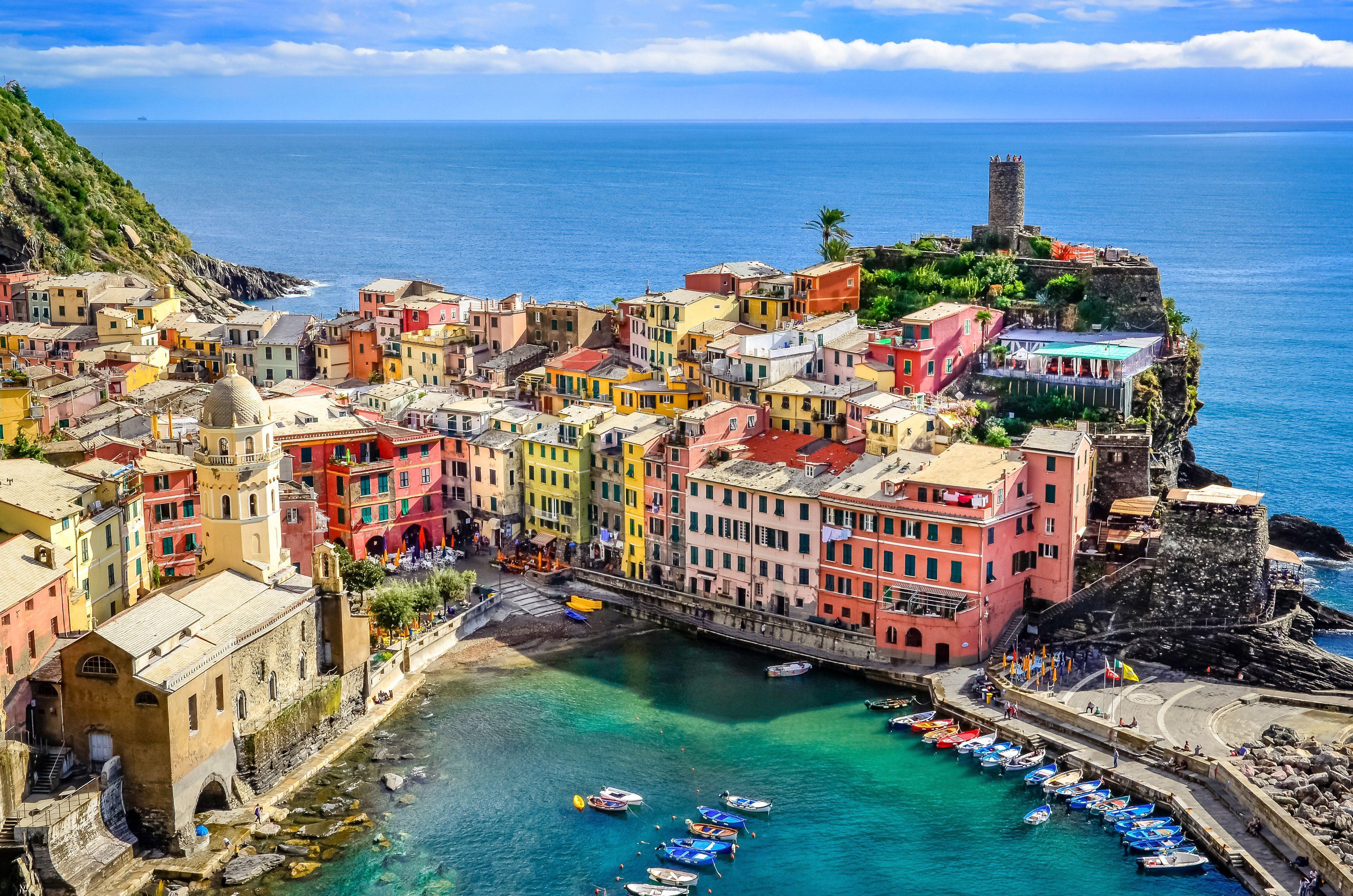 PAPERMOON Fototapete »Colorful Village Vernazza, Cinque Terre«, Vlies, 7 Bahnen, 350 x 260 cm