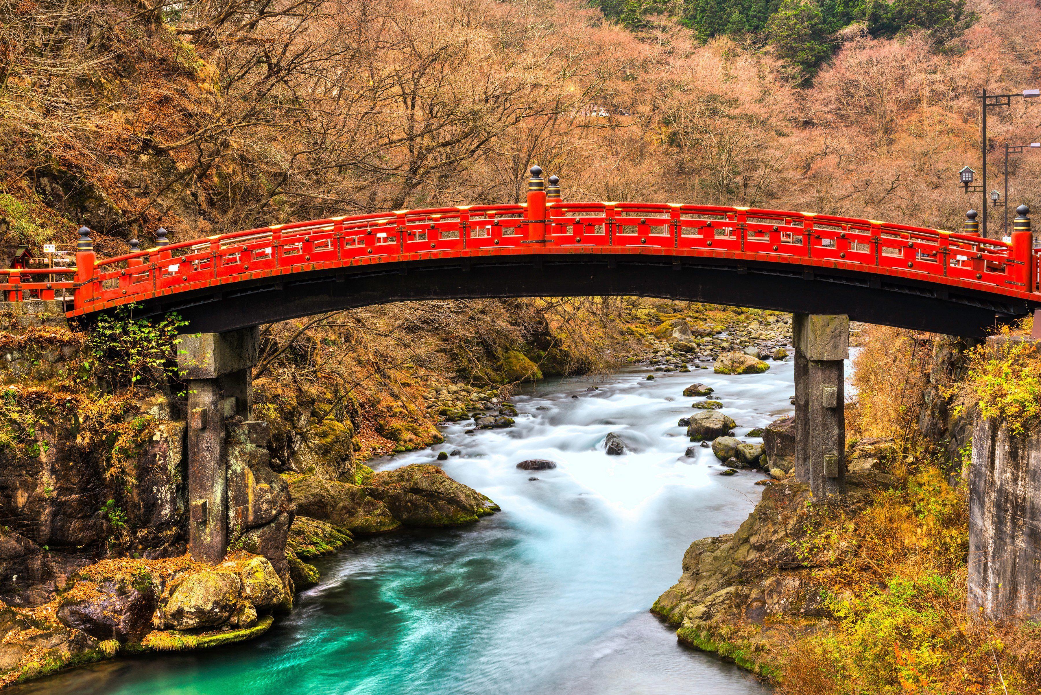 PAPERMOON Fototapete »Nikko Sacred Shinkyo Bridge«, Vlies, 7 Bahnen, 350 x 260 cm