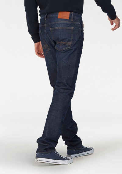 s.Oliver RED LABEL Slim-fit-Jeans »CLOSE« mit Destroyed- 238118e5eb