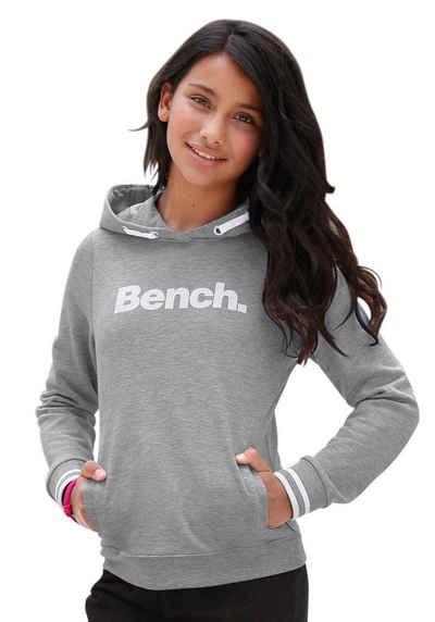 Bench. Kapuzensweatshirt mit Frontdruck