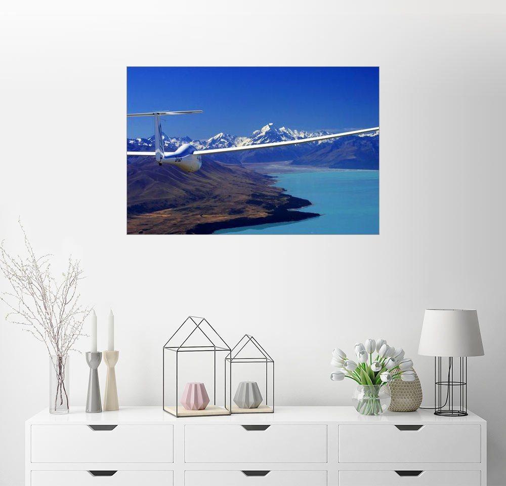 Posterlounge Wandbild – David Wall Segelflugzeug über einem See blau | 04053829767940