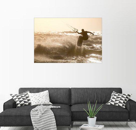 Posterlounge Wandbild »Kitesurfer springt vor einem schönen Hintergrund«