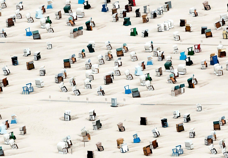 IDEALDECOR Fototapete »Strandstuhl«, Vlies, 4 Bahnen, 368 x 254 cm
