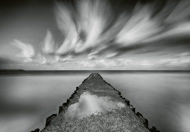 IDEALDECOR Fototapete »Steg Seidenen Wasser«, Vlies, 4 Bahnen, 368 x 254 cm