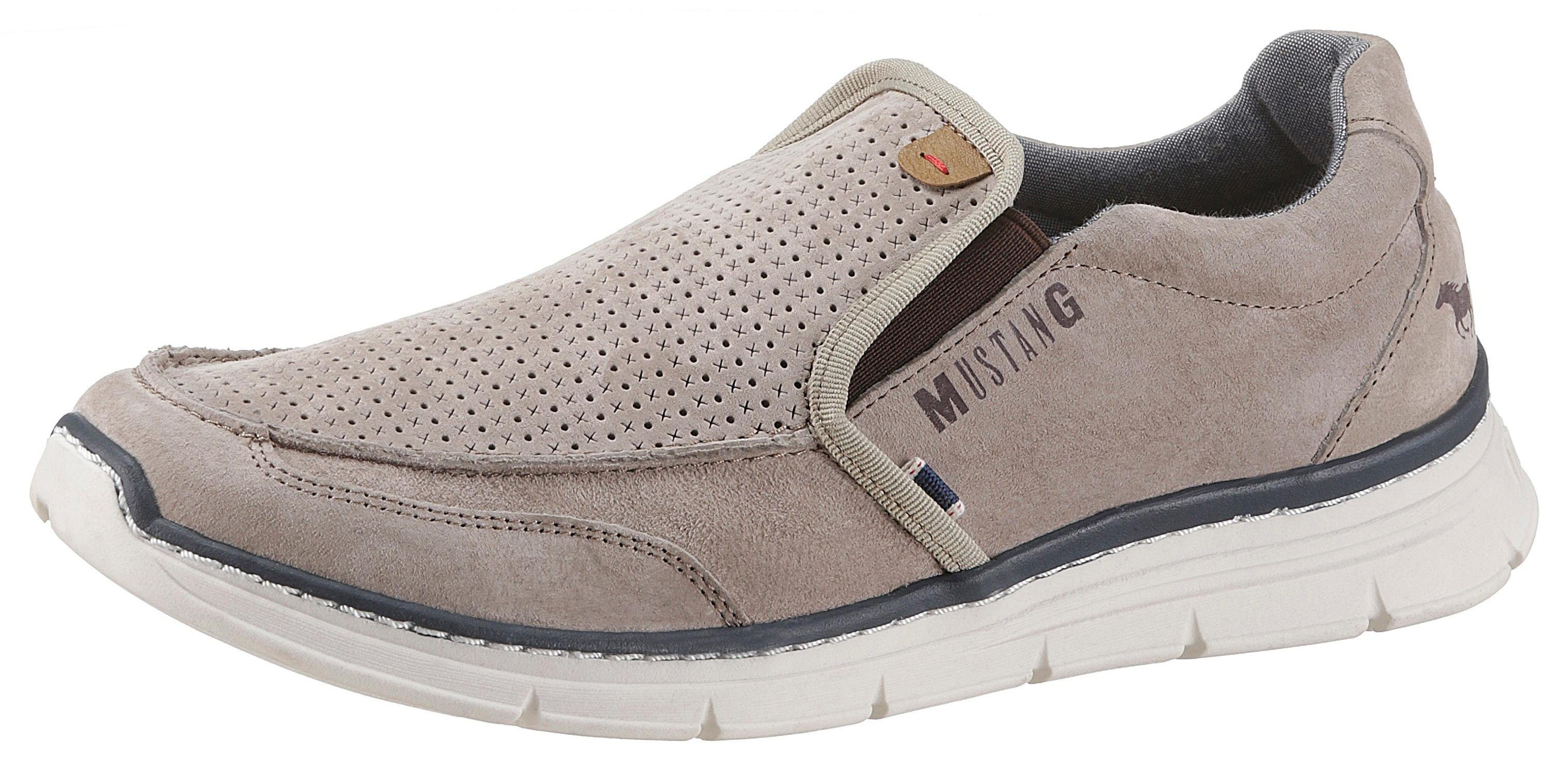 Mustang Shoes Slipper mit angesagter Perforation