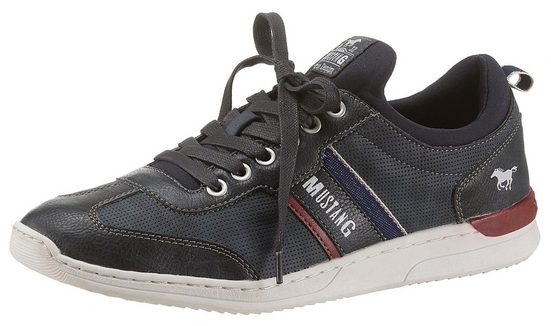 Mustang Shoes Sneaker im Materialmix mit Perforation