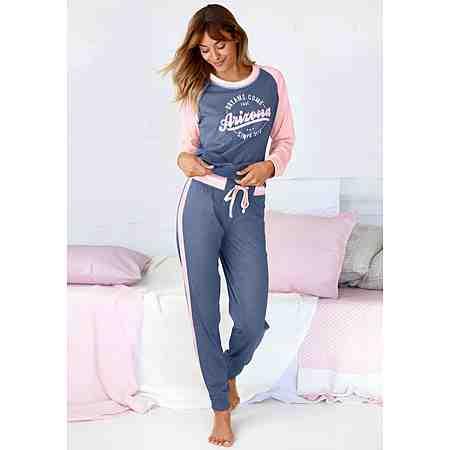 Damenpyjamas für kuschelige Nächte. Ob Flanell-, Baumwoll- oder Viskosepyjama - Hier finden Sie Ihren Traum-Pyjama für erholsame Nächte.