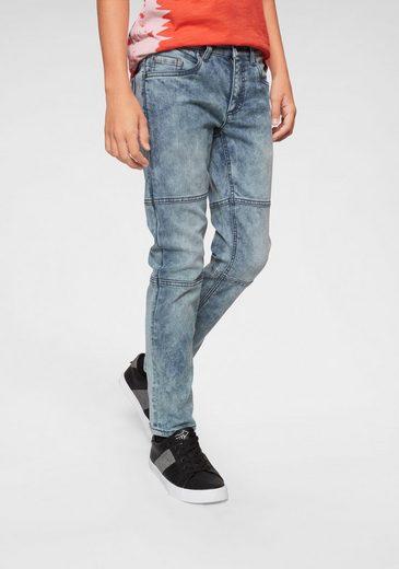 Bench. 5-Pocket-Jeans regular fit mit schmalem Bein
