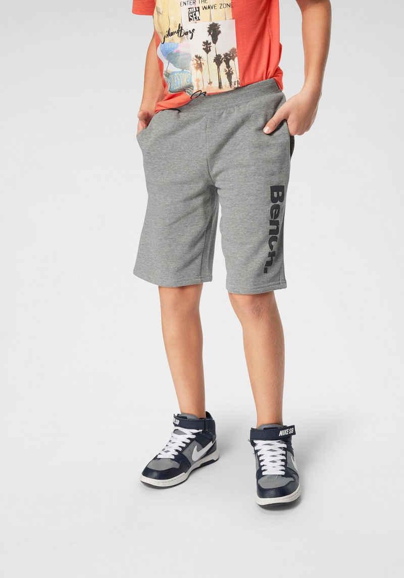 Bench. Sweatbermudas mit Taschen vorn und hinten
