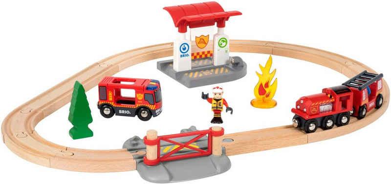 BRIO® Spielzeug-Eisenbahn »BRIO® WORLD Feuerwehr Set«, (Set), mit Licht und Soundfunktion, FSC®-Holz aus gewissenhaft bewirtschafteten Wäldern