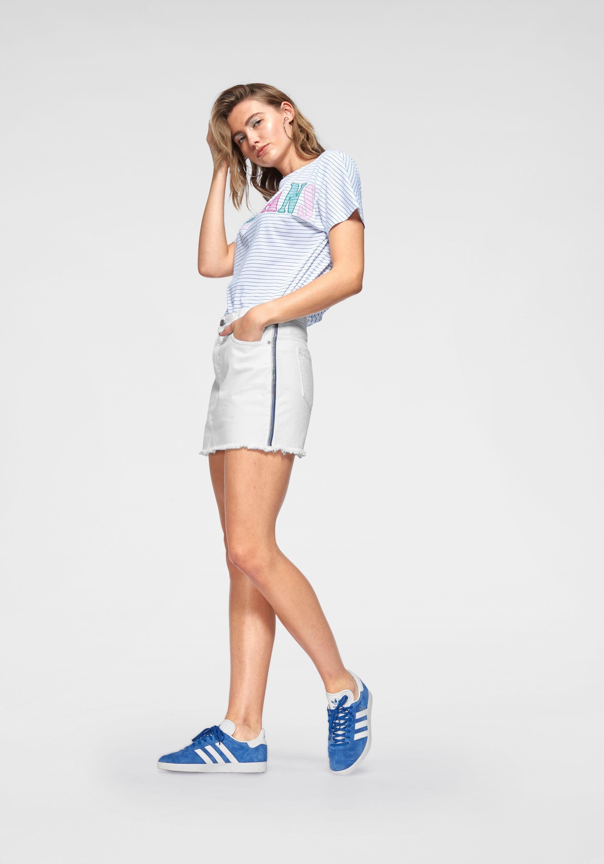 Logo Großer applikation T Pepe »leona« Mit shirt Jeans q41Tx8Y