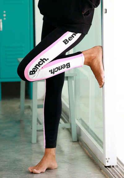 2bfdb5431125d6 Bench. Leggings mit seitlichen Streifen und Labelprint
