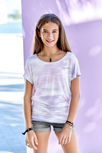 Bench. T-Shirt mit überschnittener Schulter