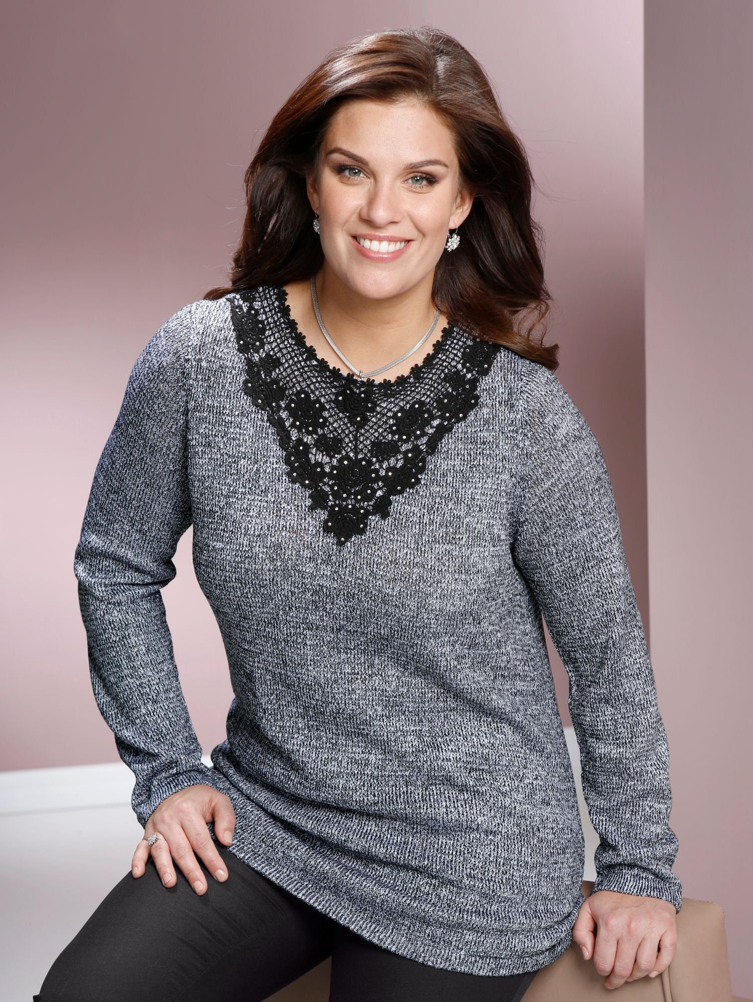 m. collection Pullover vorne mit Spitze am Ausschnitt