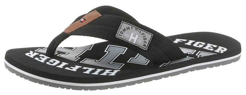 Tommy Hilfiger »ESSENTIAL TH BEACH SANDAL« Zehentrenner mit Logo Print