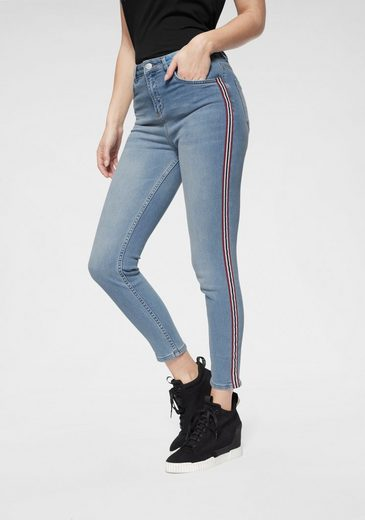 NA-KD Skinny-fit-Jeans »1270« Jeans mit Racing-Streifen-Detail