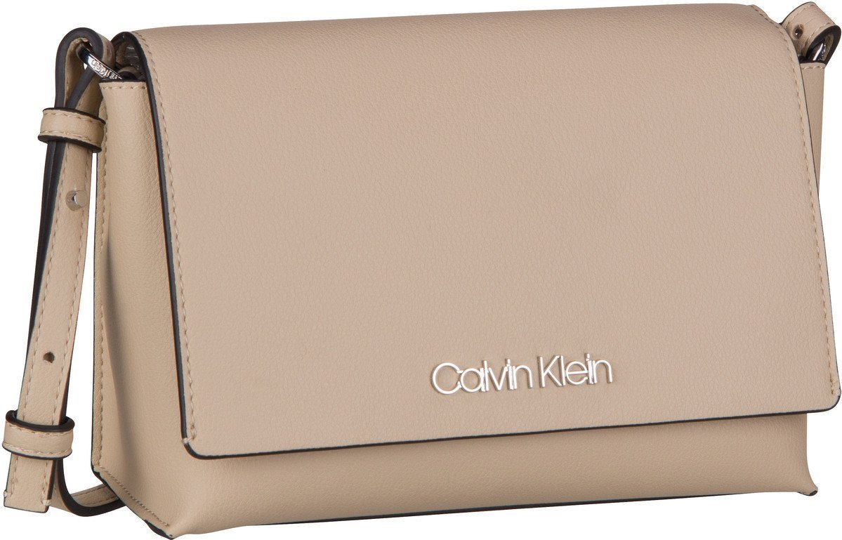 Damen Calvin Klein Umhängetasche Tack MED Flap Crossbody    08719115343736