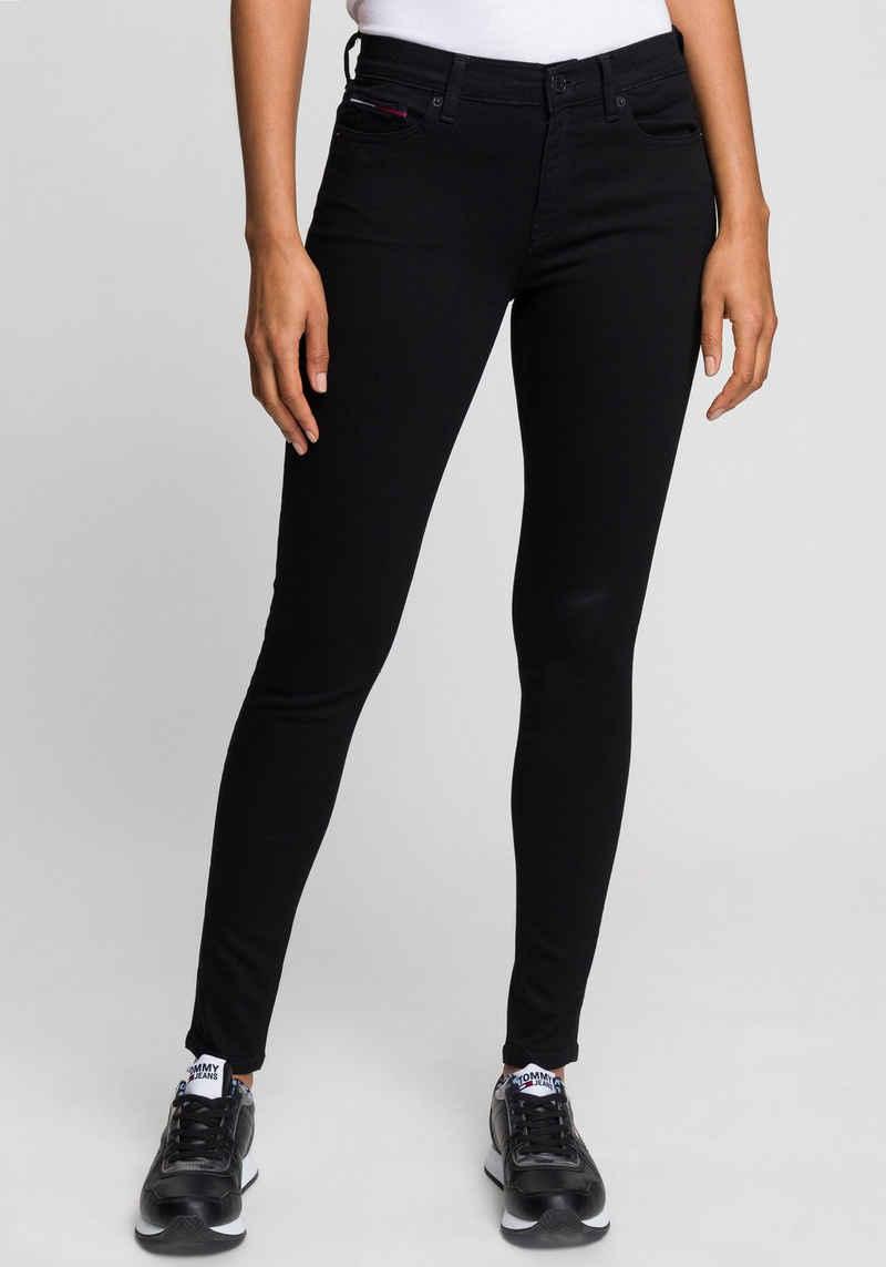 Tommy Jeans Skinny-fit-Jeans »NORA MR SKNY« mit Tommy Jeans Logo-Badge & Stickereien