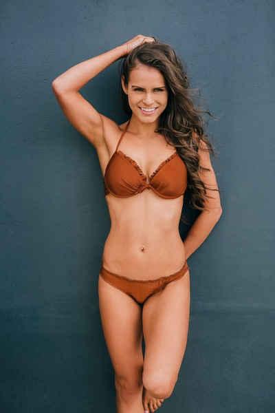 AvaMia Bügel-Bikini »Style1« vorgeformtes Buegel-Bikinitop mit Bikinihose Low Rueschchen