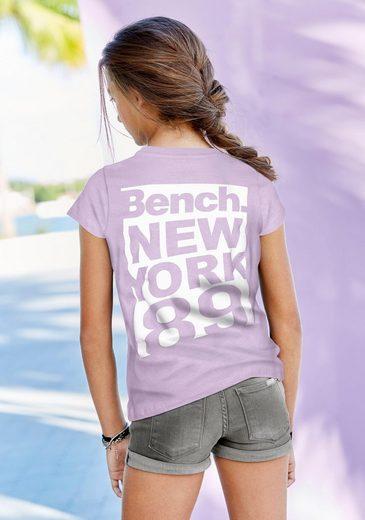 Bench. T-Shirt mit großem Rückenprint