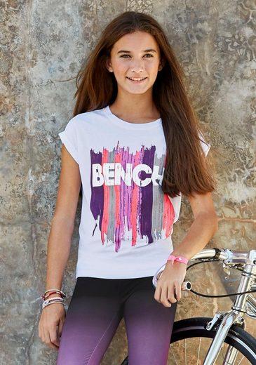 Bench. T-Shirt in weiter legerer Form