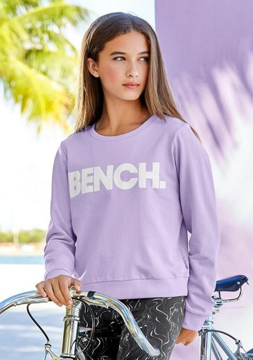 Bench. Sweatshirt in kurzer Passform