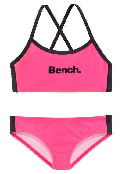 Bench. Bustier-Bikini mit gekreuzten Trägern