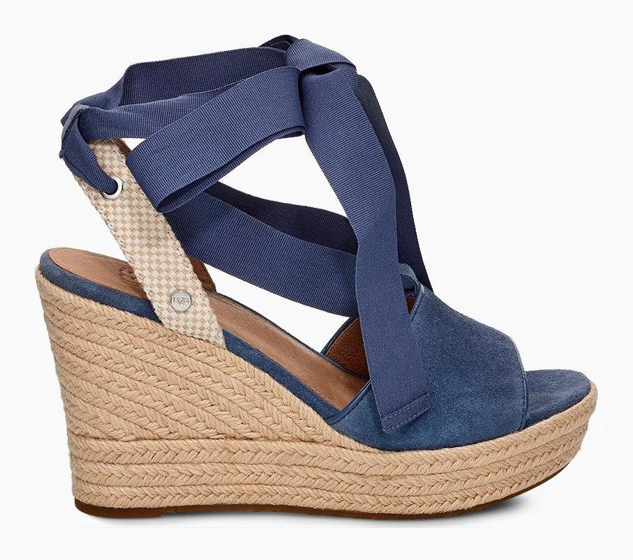UGG »Shiloh« Sandalette im femininen Look
