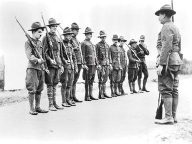 Artland Wandfolie »Filmszene: Gewehr über, 1918«