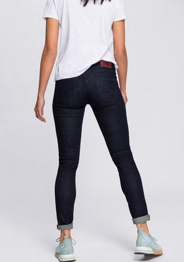 TOMMY JEANS Skinny-fit-Jeans »LOW RISE SKINNY SOPHIE NRST« in rinsed Optik mit Tommy Streifen auf der Coinpocket & Tommy Badge
