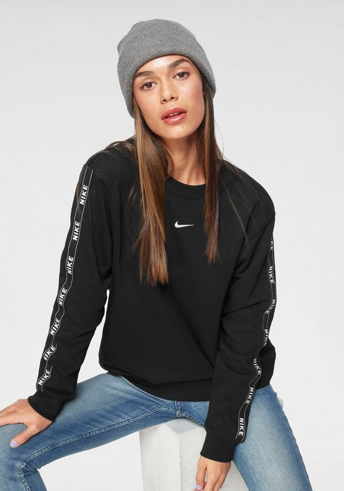 official photos outlet for sale on feet shots of Nike Sportswear Sweatshirt »W NSW CREW LOGO TAPE« | OTTO